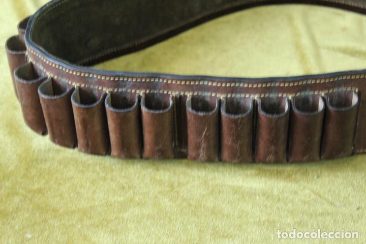 Militaria: Antigua canana de cartuchos de caza. Con suplemento de gancho para colgar piezas. - Foto 2 - 269300458