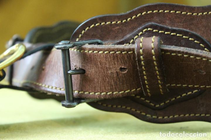 Militaria: Antigua canana de cartuchos de caza. Con suplemento de gancho para colgar piezas. - Foto 4 - 269300458