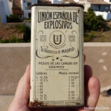 Militaria: ANTIGUA CAJA DE POLVORA VACIA , 100 GR , VICTORIA , UNION ESPAÑOLA EXPLOSIVOS , VILLANUEVA MADRID. Lote 276703278