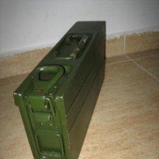 Militaria: CAJA METÁLICA EJERCITO ALEMAN , MUNICION MG3. Lote 249549610