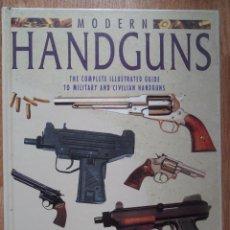 Militaria: MODERN HANDGUNS, ROBERT ADAM, ED. GRANGE BOOKS, LONDON 1995, EN INGLÉS. Lote 49723988