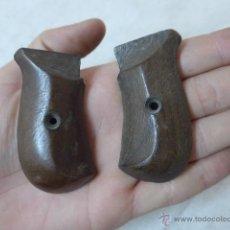 Militaria - Antiguas cachas de madera, originales, de pistola o revolver - 53463315