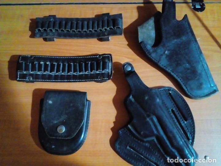 FUNDAS PARA PISTOLAS , BALAS Y ESPOSAS (Militar - Otros Artículos Relacionados con Armas)