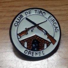 Militaria: PIN CLUB DE TIRO EIROAS ORENSE . Lote 159107450
