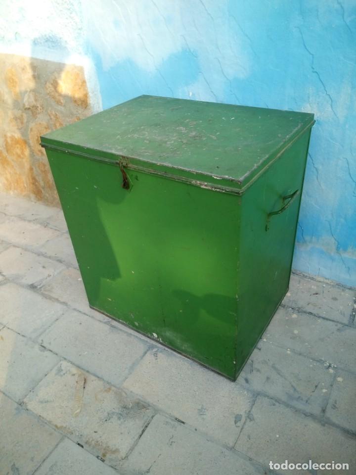 Militaria: Antiguo baúl metálico militar. posiblemente de munición ???? - Foto 3 - 175629983