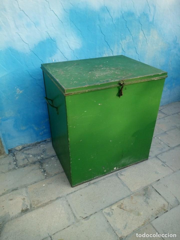 Militaria: Antiguo baúl metálico militar. posiblemente de munición ???? - Foto 4 - 175629983