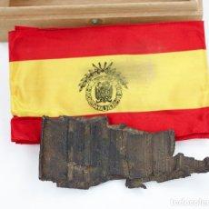 Militaria: TROZO DE METRALLA O SIMILAR, CON BANDERA. . Lote 178571205
