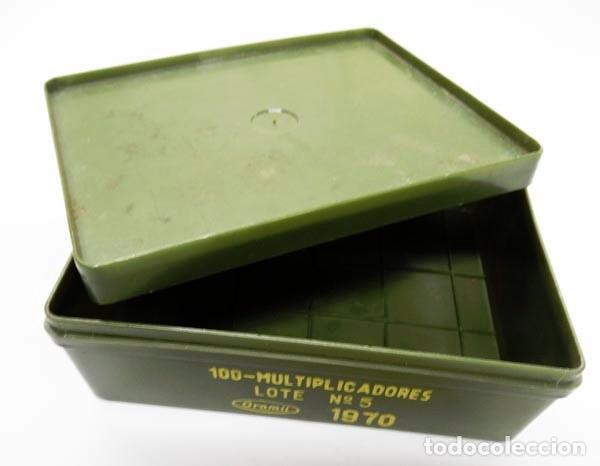CAJA DE PLÁSTICO VACÍA DEL EJÉRCITO PARA 100 MULTIPLICADORES,1970 (Militar - Otros Artículos Relacionados con Armas)
