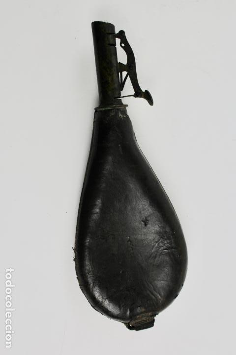 PETACA DE PIEL PARA LA POLVORA. S.XIX. (Militar - Otros Artículos Relacionados con Armas)
