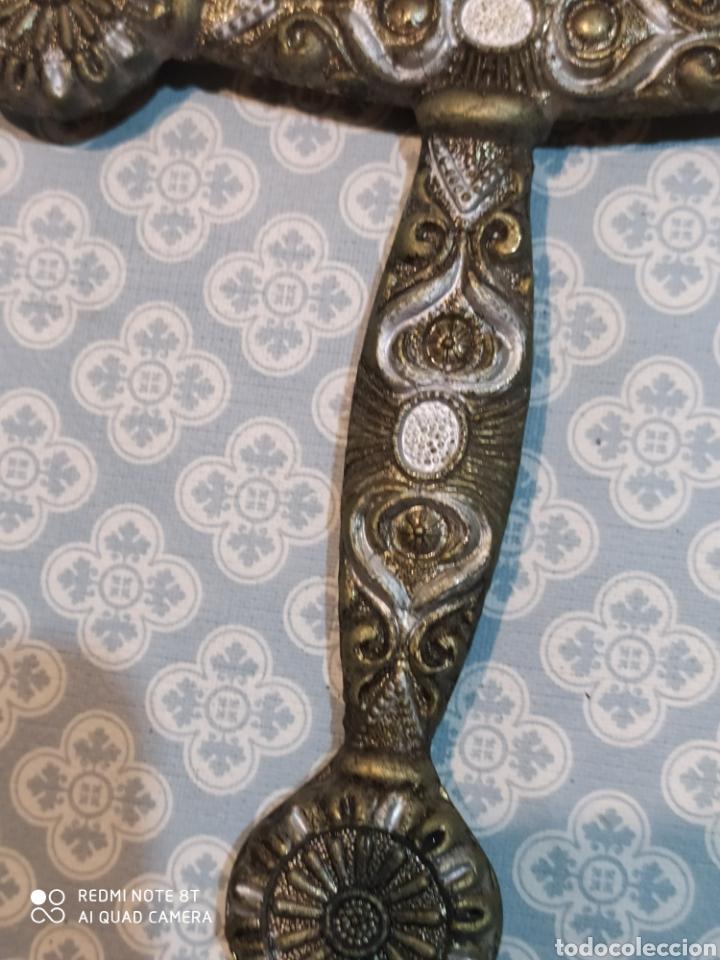 Militaria: Preciosa daga antigua con mango de metal y todo tipo de detalles con funda original - Foto 12 - 221501867