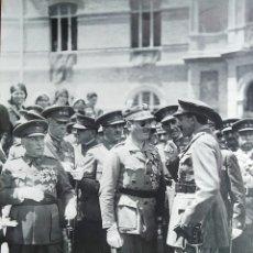 Militaria: FOTO ALFONSO XIII CON EL ENTONCES CORONEL MILLÁN ASTRAY EN A. G. M. ZARAGOZA 6 JUNIO DE 1930. Lote 295503388