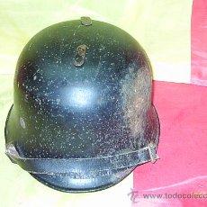 Militaria: CASCO M34 POLICIA ,BOMBERO GOBIERNO III REICH CON RESTOS DE CALCAS. Lote 25506856