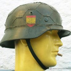 Militaria: CASCO ALEMÁN M40 DIVISIÓN AZUL, RESTAURADO.. Lote 243821830