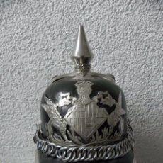 Militaria: PICKELHAUBE, CASCO DE GALA DE LA GUARDIA URBANA DE BARCELONA AÑOS 50/60. Lote 122000795