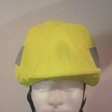 Militaria: FUNDA CASCO IMPERMEABLE REFLECTANTE. Lote 91406190