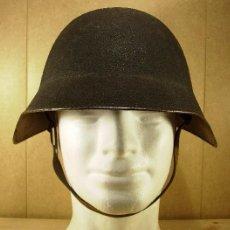 Militaria: CASCO SUIZO MODELO 1918 ORIGINAL CON 8 FUNDAS. Lote 107244819