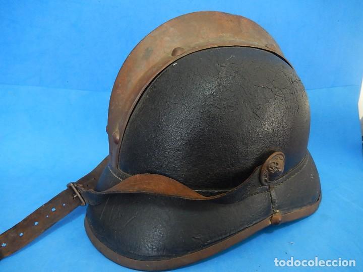 Militaria: Antiguo casco de bomberos. Metal y cuero. - Foto 2 - 128043851