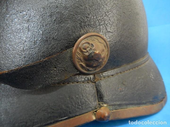 Militaria: Antiguo casco de bomberos. Metal y cuero. - Foto 3 - 128043851
