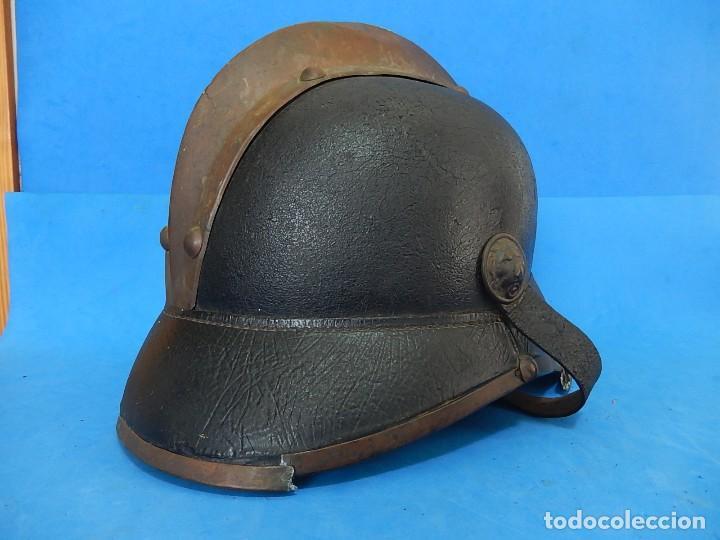 Militaria: Antiguo casco de bomberos. Metal y cuero. - Foto 7 - 128043851
