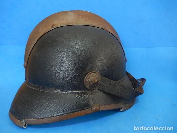 Militaria: Antiguo casco de bomberos. Metal y cuero. - Foto 8 - 128043851
