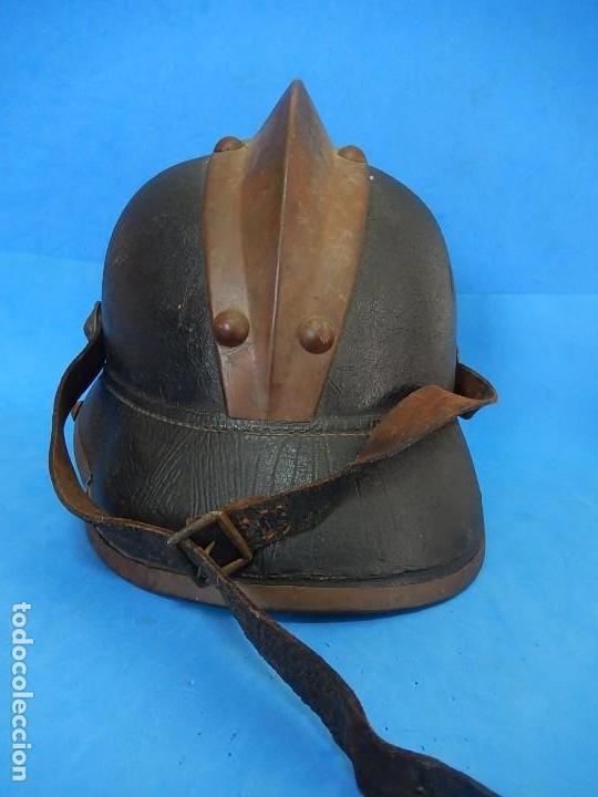 Militaria: Antiguo casco de bomberos. Metal y cuero. - Foto 11 - 128043851