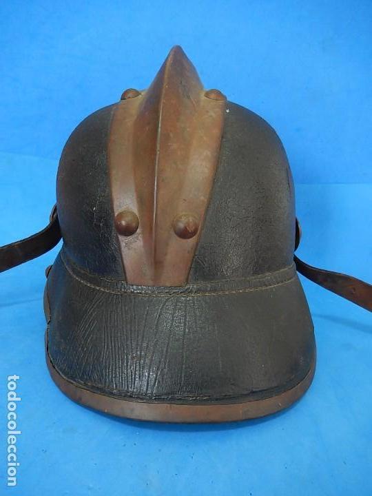 Militaria: Antiguo casco de bomberos. Metal y cuero. - Foto 12 - 128043851