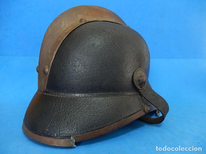 Militaria: Antiguo casco de bomberos. Metal y cuero. - Foto 13 - 128043851