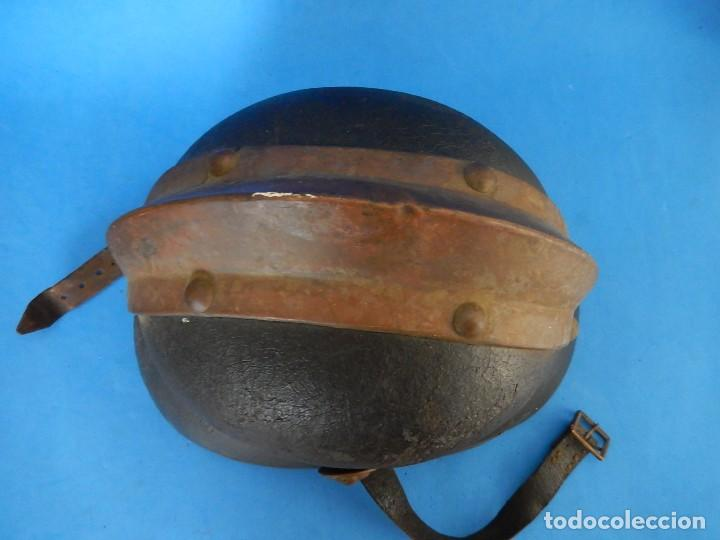 Militaria: Antiguo casco de bomberos. Metal y cuero. - Foto 14 - 128043851