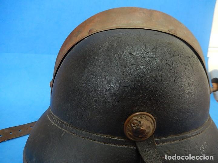 Militaria: Antiguo casco de bomberos. Metal y cuero. - Foto 15 - 128043851