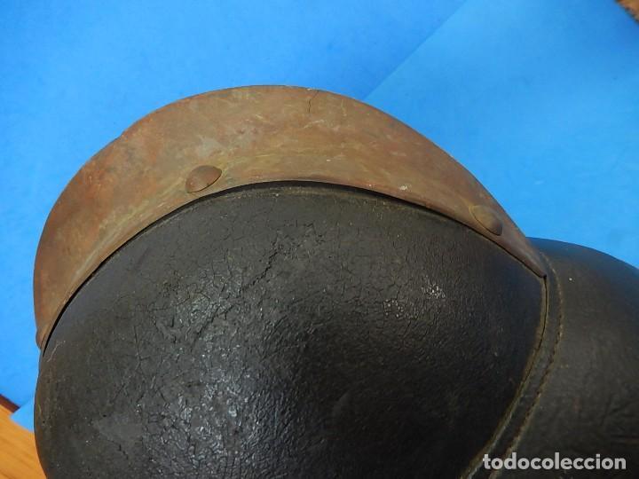 Militaria: Antiguo casco de bomberos. Metal y cuero. - Foto 17 - 128043851