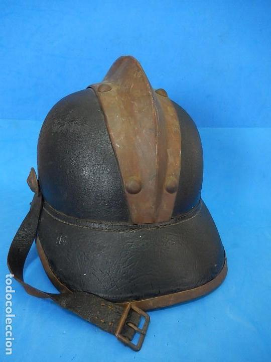 Militaria: Antiguo casco de bomberos. Metal y cuero. - Foto 19 - 128043851
