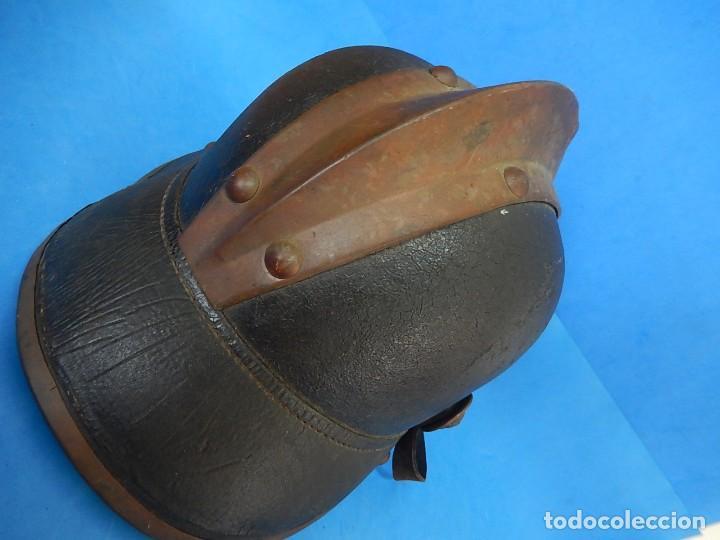 Militaria: Antiguo casco de bomberos. Metal y cuero. - Foto 23 - 128043851