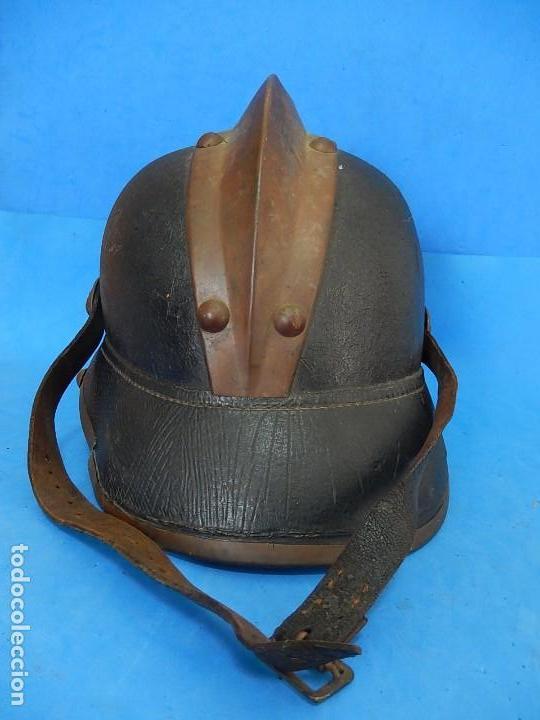 Militaria: Antiguo casco de bomberos. Metal y cuero. - Foto 24 - 128043851