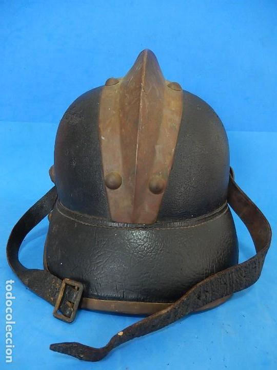 Militaria: Antiguo casco de bomberos. Metal y cuero. - Foto 27 - 128043851