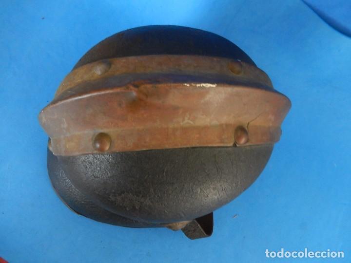 Militaria: Antiguo casco de bomberos. Metal y cuero. - Foto 28 - 128043851