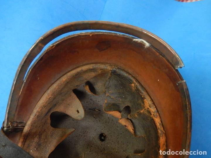 Militaria: Antiguo casco de bomberos. Metal y cuero. - Foto 37 - 128043851