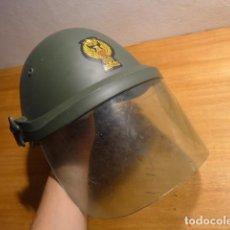 Militaria: ANTIGUO CASCO ANTIDISTURBIOS DE LA POLICIA MILITAR, ORIGINAL. ITALIANO, ITALIA.. Lote 140388982