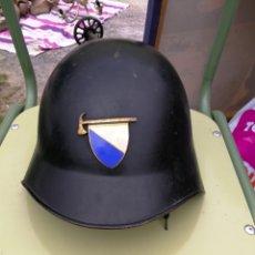 Militaria: ANTIGUO CASCO DE BOMBEROS SUIZA DEL CANTON DE ZURICH - EMBLEMA ESMALTADO - NUMERAD0. Lote 170449752