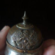 Militaria: ANTIGUA MINIATURA DE CASCO PRUSIANO. Lote 179217295