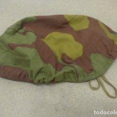Militaria: ANTIGUA FUNDA DE CASCO DE CAMUFLAJE ITALIANA, ORIGINAL, ITALIA. . Lote 181570145