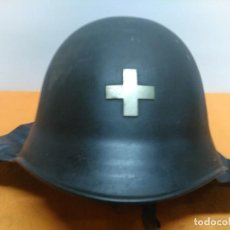 Militaria: ANTIGUO CASCO DE BOMBERO SUIZO CON NUQUERA. Lote 184532567