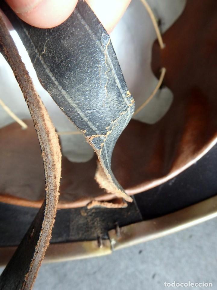Militaria: (XJ-200740)Antiguo casco de Bomberos de Barcelona , cuero y aluminio , barboquejo roto ( ver fotos ) - Foto 9 - 213303301