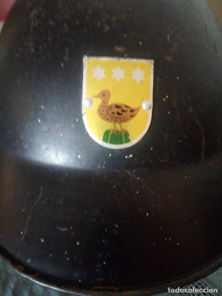 Militaria: Antiguo casco militar con escudo,cuero en el interior. - Foto 2 - 222283952