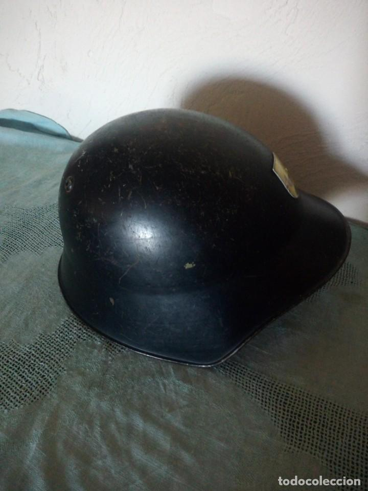 Militaria: Antiguo casco militar con escudo,cuero en el interior. - Foto 4 - 222283952