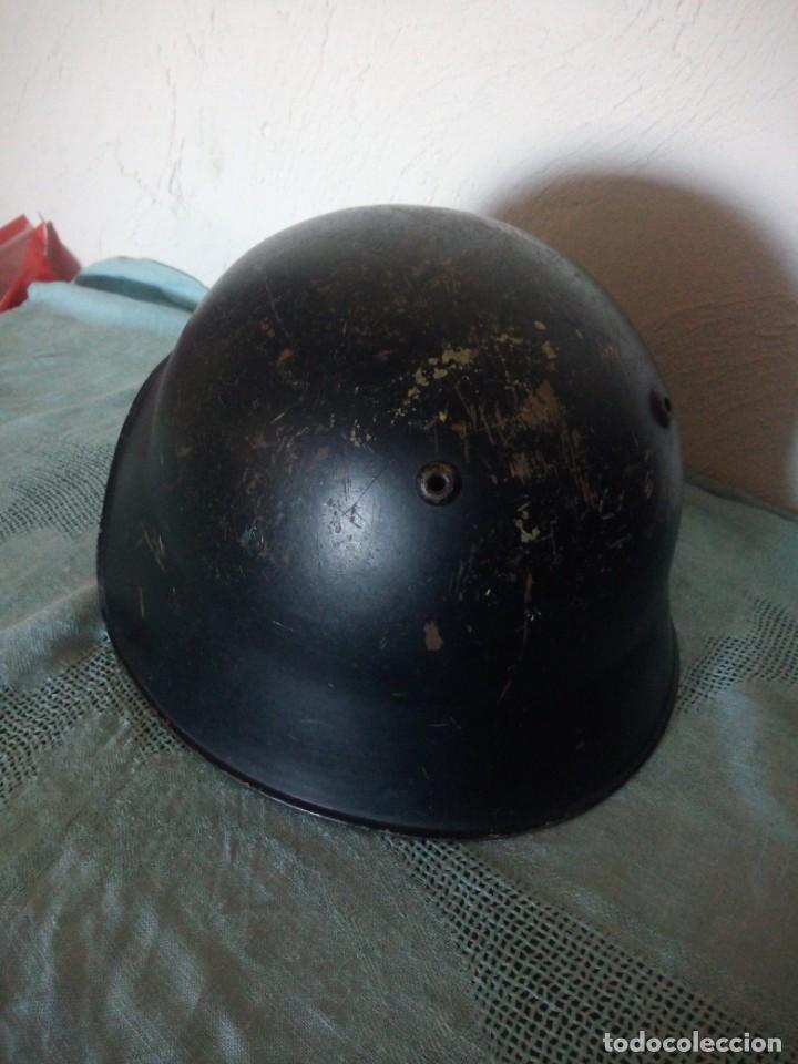 Militaria: Antiguo casco militar con escudo,cuero en el interior. - Foto 5 - 222283952