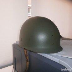 Militaria: SOTOCASCO DE PLÁSTICO EJERCITO - INTERIOR BUEN ESTADO FALTA UNA CORREA. Lote 262455595