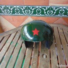Militaria: CASCO DE PILOTO CHINO ORIENTAL DE COMBATE ?? ROCES Y PERDIDAS DE PINTURA. Lote 266759708