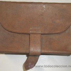 Militaria: CARTUCHERA DE CUERO MARRÓN, BOTIQUÍN. Lote 15190449