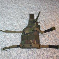 Militaria: FUNDA DE PISTOLA DE MUSLO MIMETIZADO BOSCOSO. Lote 42109594