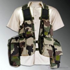 Militaria: CHALECO TACTICO CON MULTIPLES BOLSILLOS CAMUFLAJE. Lote 46398485